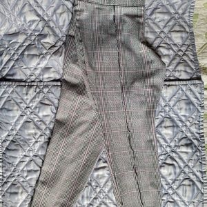 "OLD NAVY ""STEVIE"" PLAID LEGGINGS CAPRI LARGE"